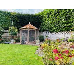 Octagonal_garden_hen_house_a.jpg